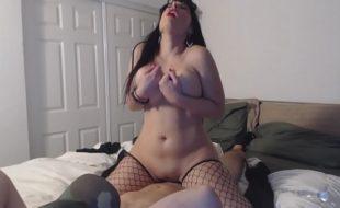 Morena sexy dominou e ele fez o que ela quer