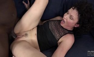 Dona de casa faz que é gostoso de sexo amador