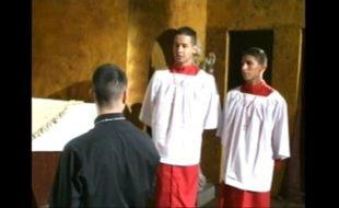 Jovens coroinhas gays numa suruba na capela