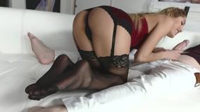 videospornos Chloe Amour de lingerie sexy enquanto faz