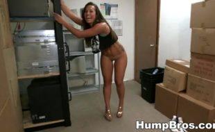 Novinha gostosa fodendo com seu colega de trabalho caiu na net