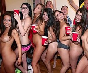 Orgia no quarto da faculdade com várias novinhas gostosas