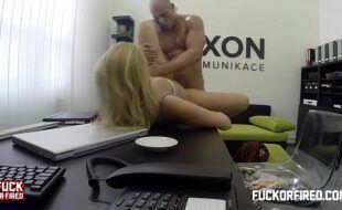 Xvideos com a gostosa fodendo no escritório de trabalho