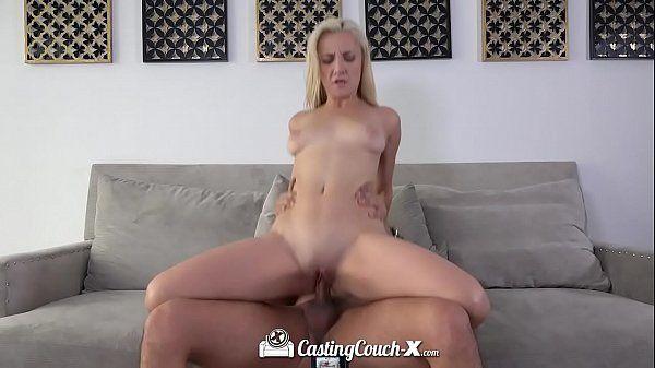 Gostosas fazendo sexo com loirinha fogosa gemendo na vara